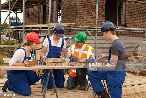 Formation pour être une couche de briques. Apprenti faire des notes