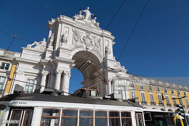 Tram in front of Arco da Rua Augusta