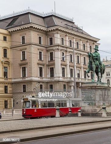 Les tramways et bâtiments sur Scwarzenberglatz à Vienne : Photo