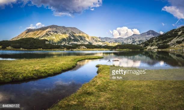 Ruhige See in den Bergen