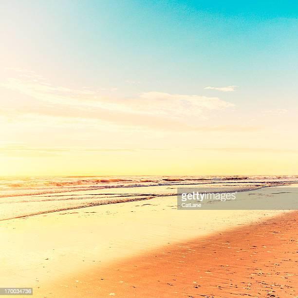 Tranquillo oceano con spazio di copia