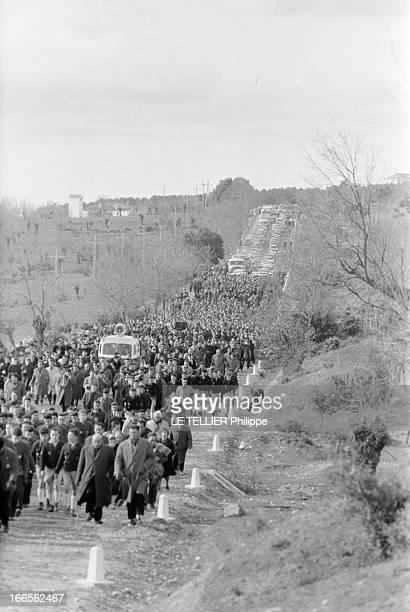 Transfer Of The Body Jose Antonio Primo De Rivera Y Orbaneja In The Valley Of Los Caidos In Spain En avril 1959 en Espagne Inhumation dans la...