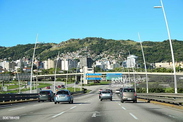 CONTENT] Transit of cars and buildings in Florianopolis