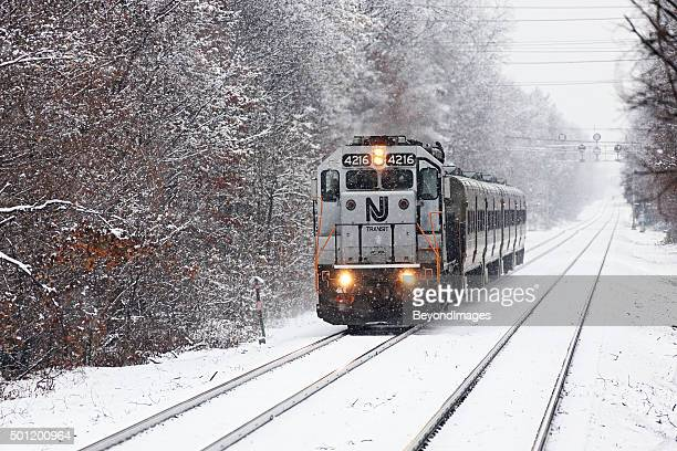 NJ Transit push pull-Pendlerzug im winter snow