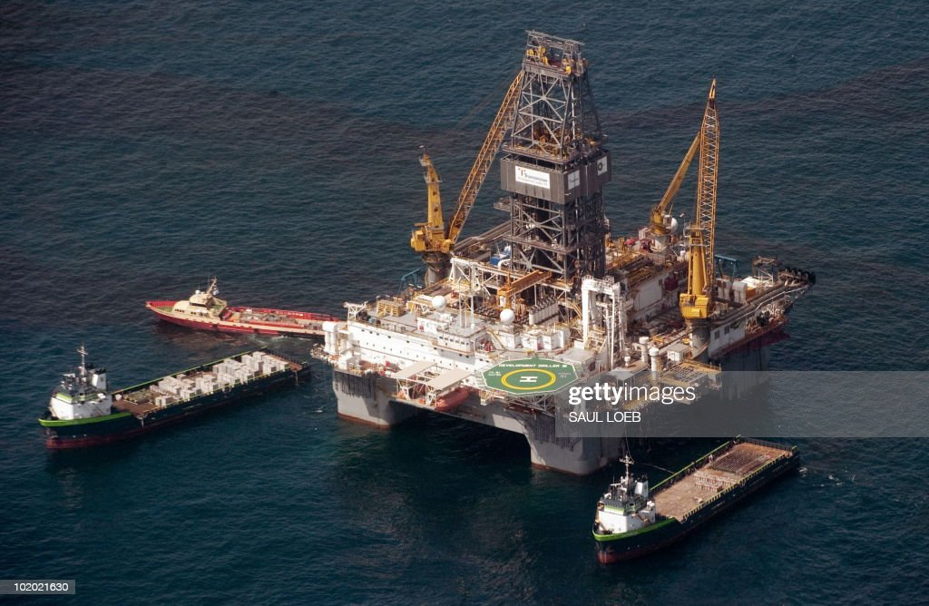 Transocean's Development Driller III platform drills a relief well at the site of the BP Deepwater Horizon oil well as workers try to stem the flow of the oil spill in the Gulf of Mexico off the coast of Louisiana, June 12, 2010. AFP PHOTO / Saul LOEB