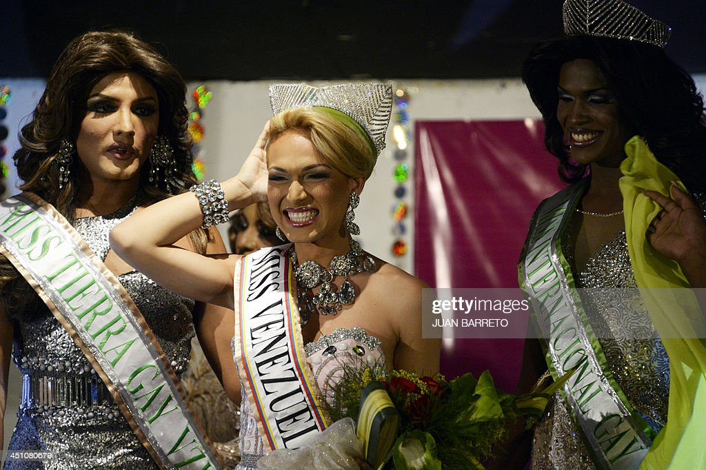 A transvestite known as Alejandro (C) celebrates after being declared winner of the Miss Venezuela Gay pageant, in Caracas on November 20, 2013. AFP PHOTO/JUAN BARRETO