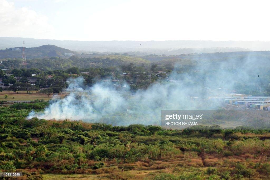Trash is burnt near Managua's landfill 'La Chureca', on January 10, 2013. AFP PHOTO/Hector RETAMAL