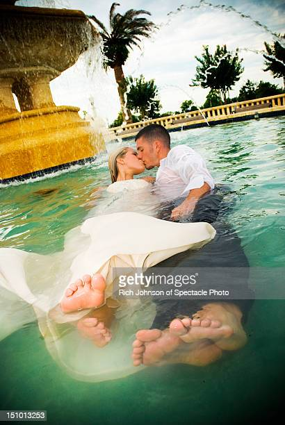 Trash the Dress session in water fountain