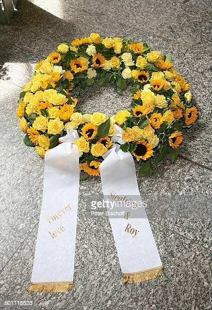 TrauerGebinde Kranz und Schleife von Siegfried und Roy Beisetzung und Trauerfeier von Hannelore Jacob TrauerGäste Waldfriedhof Buchenhausen...