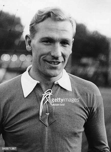 Trautmann Bernhard Carl 'Bert' *Fußballspieler DTorwart bei 'Manchester City' Portrait im Trikot undatiert