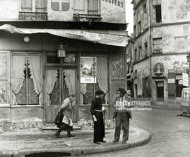 circa 1910's A street scene in Montmartre Paris