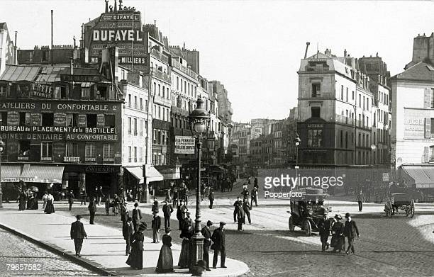 circa 1910's A street scene in Paris showing a busy square