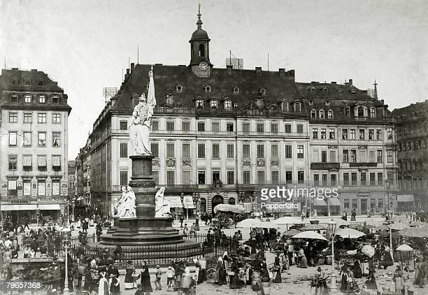 circa 1900's Dresden showing the market and the old Rathaus
