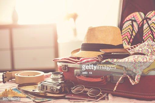 Travel suitcase prepareing concept : Foto stock