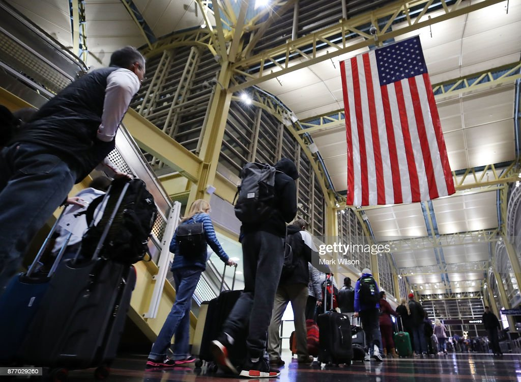 Holiday Travel Ahead Of Thanksgiving Clogs Airports And Highways