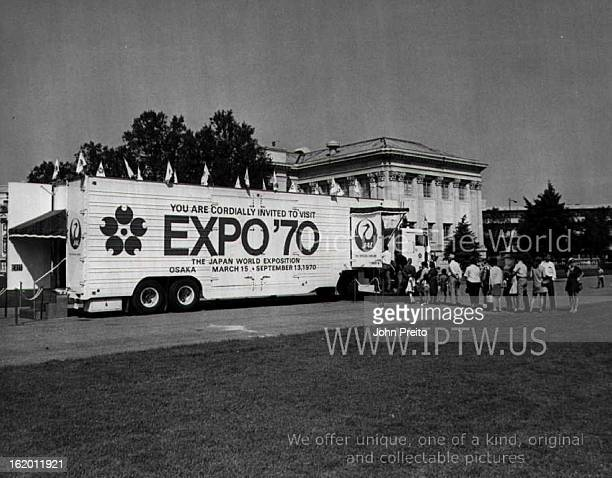 SEP 1 1969 SEP 2 1969 Traveling Display Visits Denver for Japan A 'miniExpo' traveling display to promote the 1970 World Exposition which opens in...