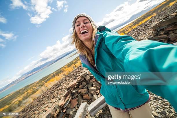 Reisende Frau nimmt eine selfie-Porträt in Kanada