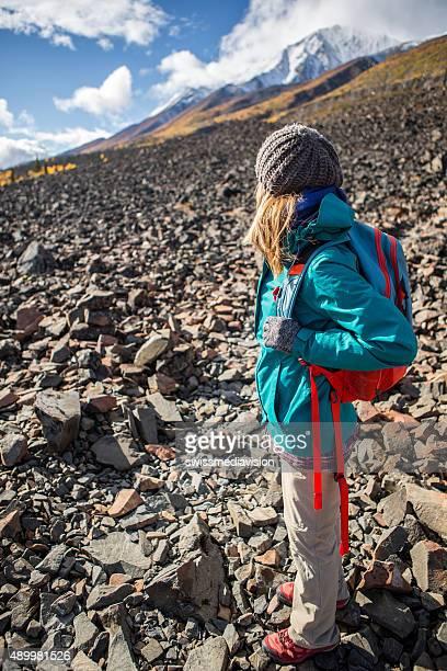 Reisen junge Frau wandern im rocky mountain