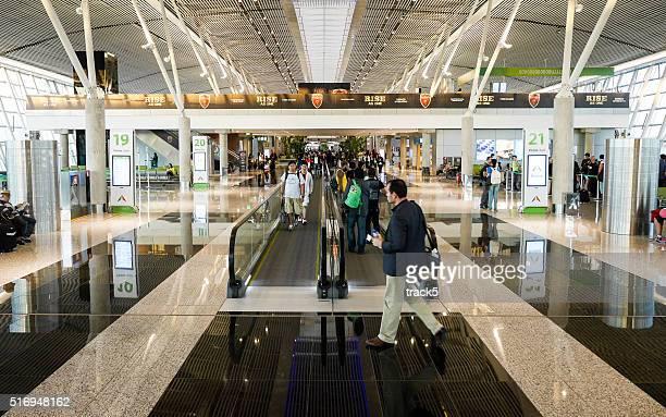 I viaggiatori che transitano dall'aeroporto internazionale di Brasilia, Brasile