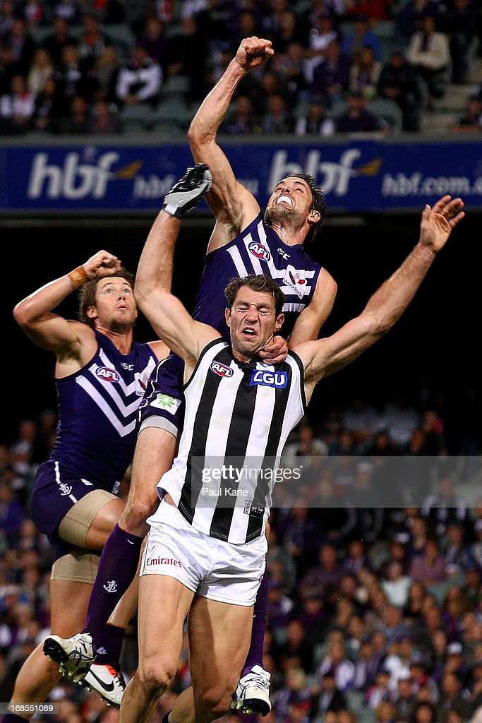 <a gi-track='captionPersonalityLinkClicked' href=/galleries/search?phrase=Travis+Cloke&family=editorial&specificpeople=228701 ng-click='$event.stopPropagation()'>Travis Cloke</a> of the Magpies has his mark spolied by Lee Spurr and Luke McPharlin of the Dockers during the round seven AFL match between the Fremantle Dockers and the Collingwood Magpies at Patersons Stadium on May 11, 2013 in Perth, Australia.