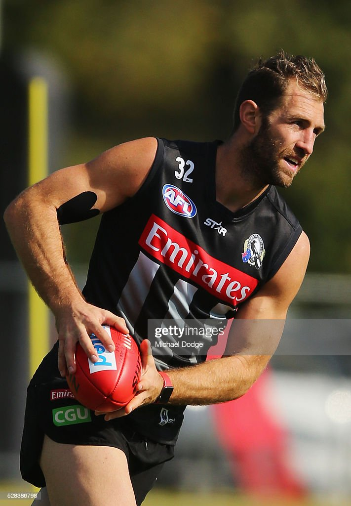 <a gi-track='captionPersonalityLinkClicked' href=/galleries/search?phrase=Travis+Cloke&family=editorial&specificpeople=228701 ng-click='$event.stopPropagation()'>Travis Cloke</a> of the Magpies, relegated to looks upfield during a Collingwood Magpies AFL training session on May 5, 2016 in Melbourne, Australia.