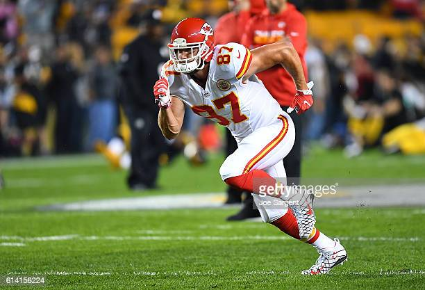 Travis Kelce of the Kansas City Chiefs warms up prior to the game against the Pittsburgh Steelers at Heinz Field on October 2 2016 in Pittsburgh...
