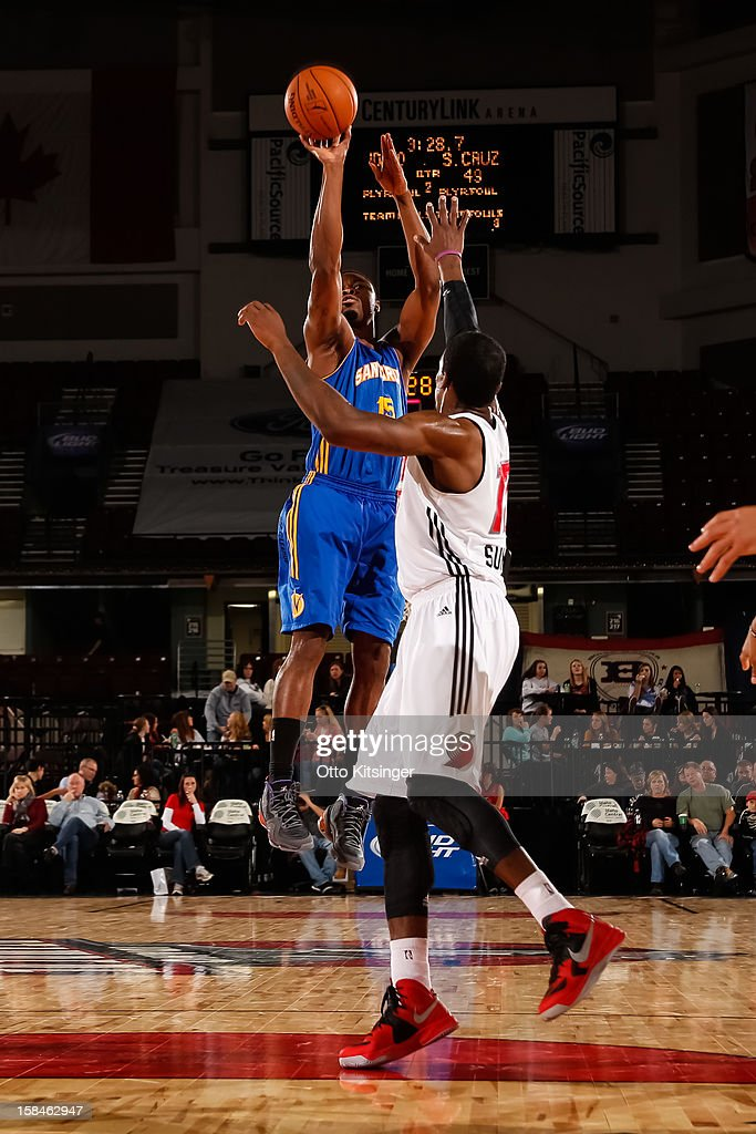 <a gi-track='captionPersonalityLinkClicked' href=/galleries/search?phrase=Travis+Leslie&family=editorial&specificpeople=6580397 ng-click='$event.stopPropagation()'>Travis Leslie</a> #15 of the Santa Cruz Warriors shoots over Durrell Summers #17 of the Idaho Stampede on December 15, 2012 at CenturyLink Arena in Boise, Idaho.