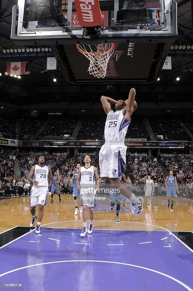 <a gi-track='captionPersonalityLinkClicked' href=/galleries/search?phrase=Travis+Outlaw&family=editorial&specificpeople=203322 ng-click='$event.stopPropagation()'>Travis Outlaw</a> #25 of the Sacramento Kings dunks the ball against the Minnesota Timberwolves on March 18, 2012 at Power Balance Pavilion in Sacramento, California.