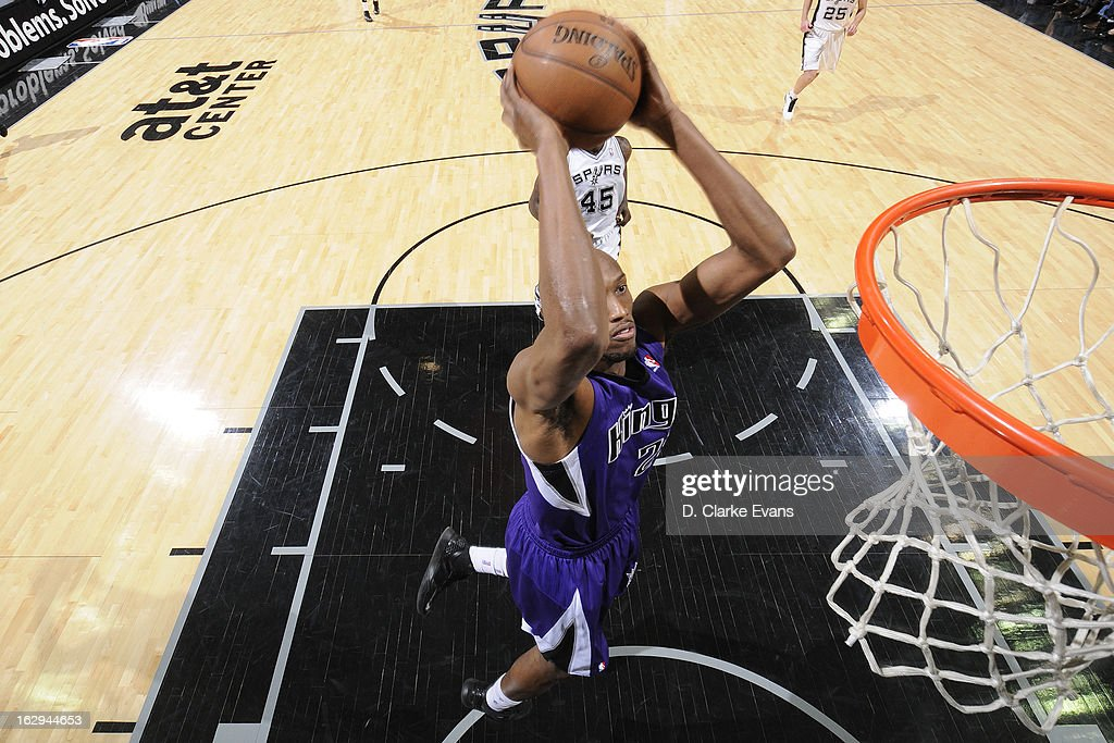 Travis Outlaw #25 of the Sacramento Kings dunks the ball against the San Antonio Spurs on March 1, 2013 at the AT&T Center in San Antonio, Texas.