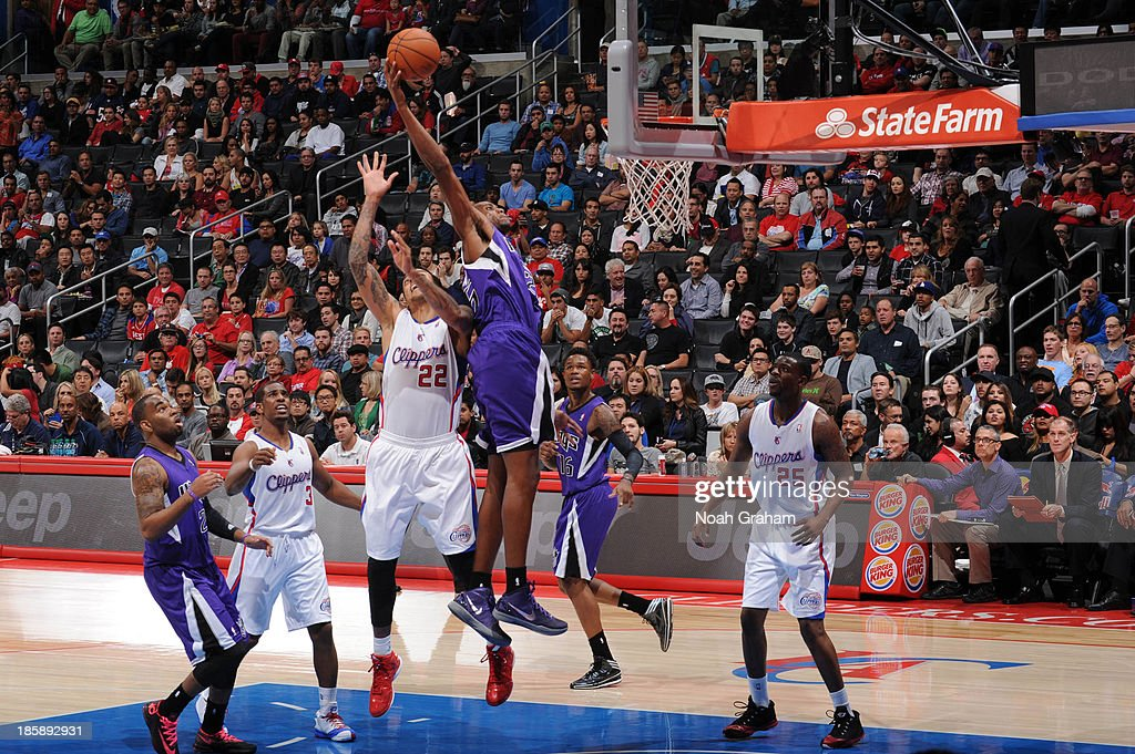<a gi-track='captionPersonalityLinkClicked' href=/galleries/search?phrase=Travis+Outlaw&family=editorial&specificpeople=203322 ng-click='$event.stopPropagation()'>Travis Outlaw</a> #25 of the Sacramento Kings goes up for a dunk against <a gi-track='captionPersonalityLinkClicked' href=/galleries/search?phrase=Matt+Barnes+-+Basketball+Player&family=editorial&specificpeople=202880 ng-click='$event.stopPropagation()'>Matt Barnes</a> #22 of the Los Angeles Clippers at Staples Center on October 25, 2013 in Los Angeles, California.