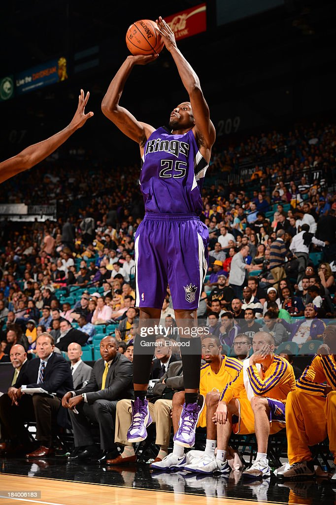 <a gi-track='captionPersonalityLinkClicked' href=/galleries/search?phrase=Travis+Outlaw&family=editorial&specificpeople=203322 ng-click='$event.stopPropagation()'>Travis Outlaw</a> #25 of the Sacramento Kings shoots against the Los Angeles Lakers at the MGM Grand Garden Arena on October 10, 2013 in Las Vegas, Nevada.