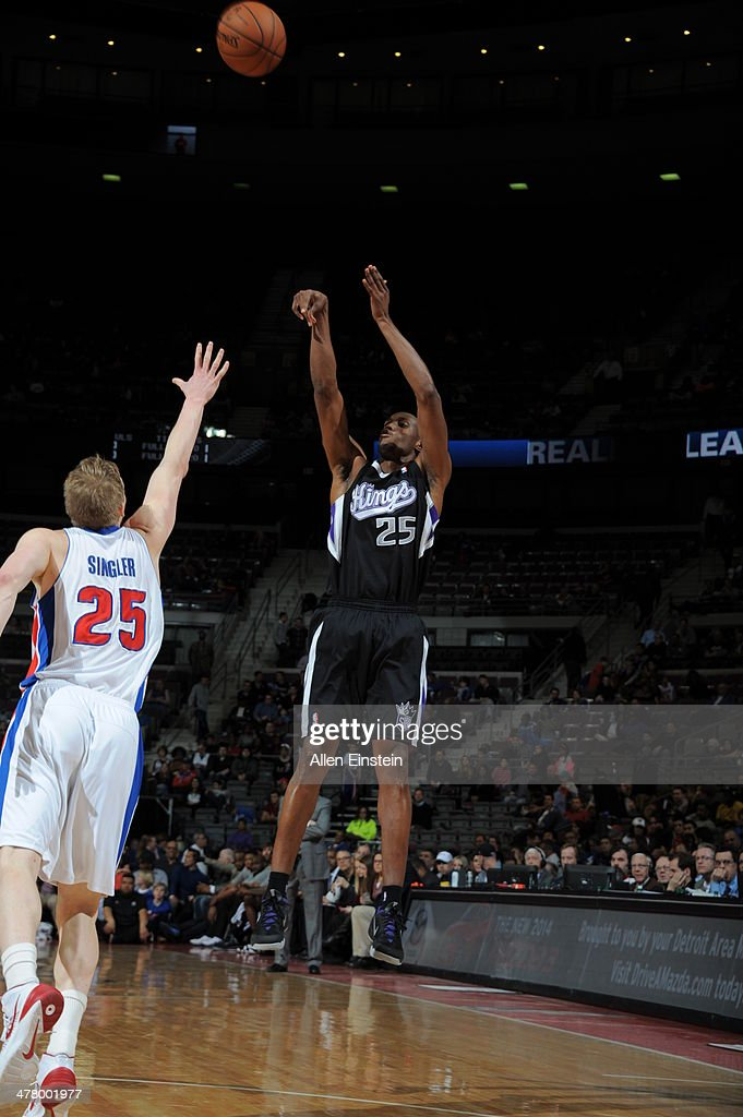 <a gi-track='captionPersonalityLinkClicked' href=/galleries/search?phrase=Travis+Outlaw&family=editorial&specificpeople=203322 ng-click='$event.stopPropagation()'>Travis Outlaw</a> #25 of the Sacramento Kings shoots the ball against the Detroit Pistons during the game on March 11, 2014 at The Palace of Auburn Hills in Auburn Hills, Michigan.