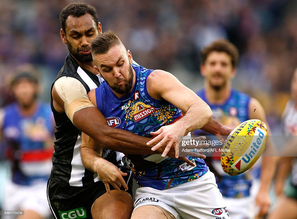 Travis Varcoe of the Magpies and Matthew Suckling of the Bulldogs compete for the ball during the 2016 AFL Round 10 match between the Collingwood Magpies and the Western Bulldogs at the Melbourne Cricket Ground on May 29, 2016 in Melbourne, Australia.