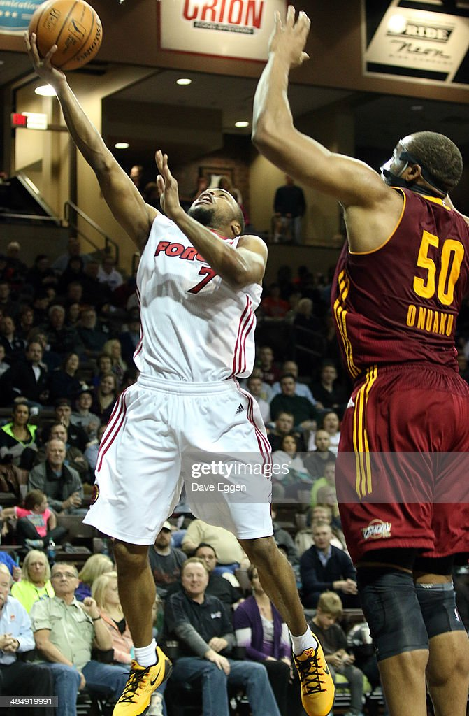 Tre Kelley from the Sioux Falls Skyforce lays the ball up past Arinze Onuaku from the Canton Charge in the second half of their NBA DLeague game...