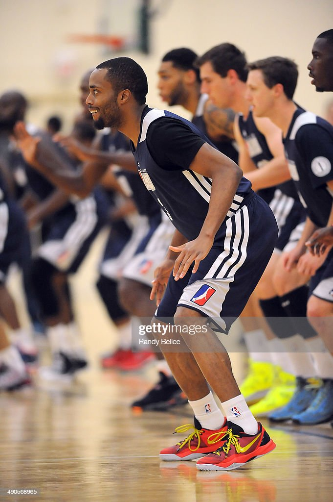 Tre Kelley #3 of the Sioux Falls Skyforce participates in a warmup drill with others on day two of the 2014 NBA Development League Elite Mini Camp on May 13, 2014 at Quest Multisport in Chicago, Illinois.