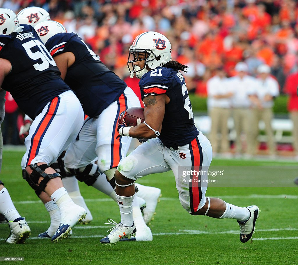 <a gi-track='captionPersonalityLinkClicked' href=/galleries/search?phrase=Tre+Mason&family=editorial&specificpeople=8222461 ng-click='$event.stopPropagation()'>Tre Mason</a> #21 of the Auburn Tigers carries the ball against the Georgia Bulldogs at Jordan-Hare Stadium on November 16, 2013 in Auburn, Alabama.