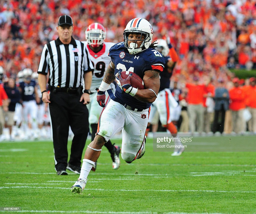 <a gi-track='captionPersonalityLinkClicked' href=/galleries/search?phrase=Tre+Mason&family=editorial&specificpeople=8222461 ng-click='$event.stopPropagation()'>Tre Mason</a> #21 of the Auburn Tigers carries the ball for a touchdown against the Georgia Bulldogs at Jordan-Hare Stadium on November 16, 2013 in Auburn, Alabama.