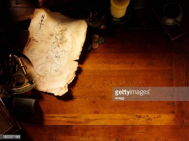 宝の地図や航海用具