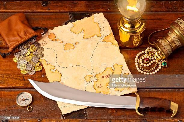Mappa del tesoro e short spada. Full Frame. XXXL