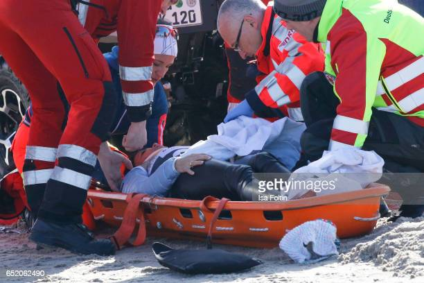 Treatment of Gerit Kling after an accident with sled dogs during the 'Baltic Lights' charity event on March 11 2017 in Heringsdorf Germany Every year...