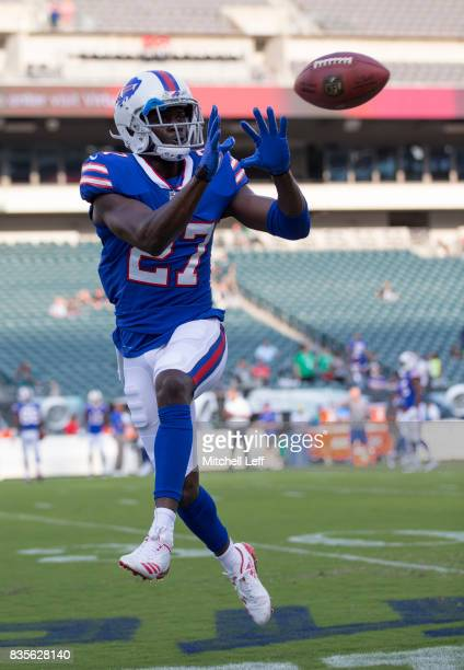 Tre'Davious White of the Buffalo Bills warms up prior to the preseason game against the Philadelphia Eagles at Lincoln Financial Field on August 17...