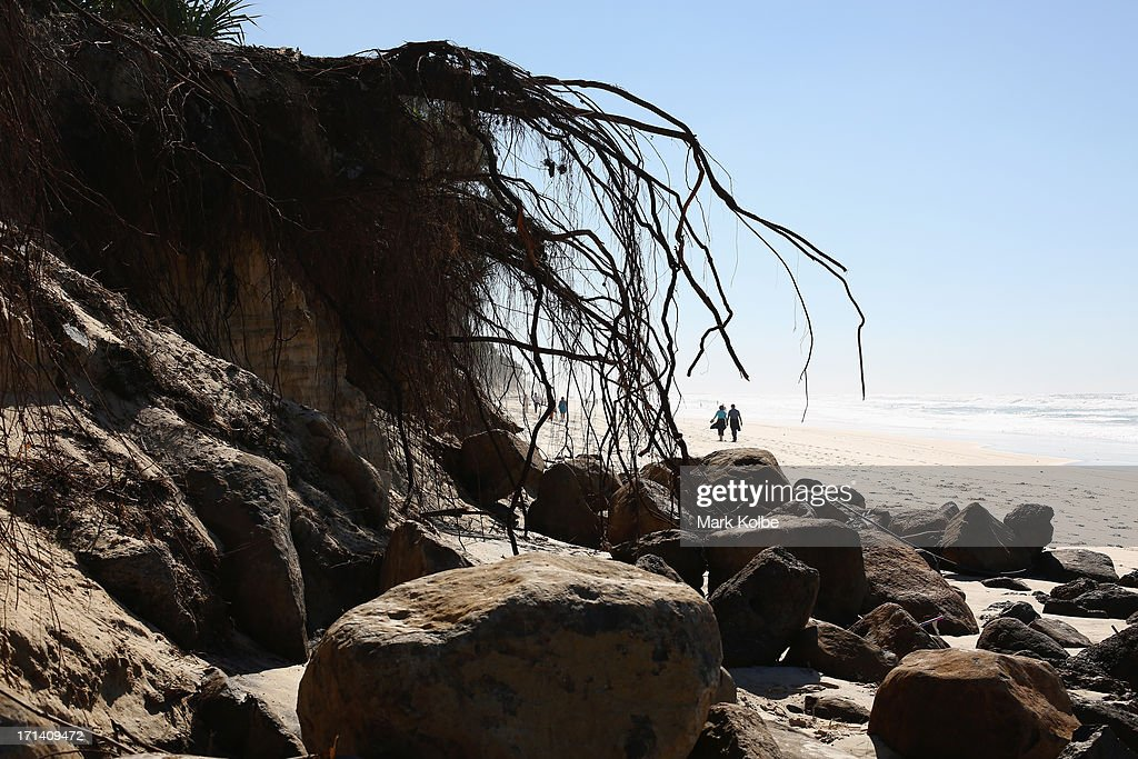 the cause and effect of beach erosion The loss of sand to an accumulative beach at the tip another cause of natural coastal erosion is the port breakwaters and coastal erosion: effects of.