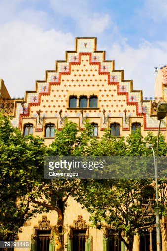 Trees in front of a building, Casa Amatller, Barcelona, Spain : Foto de stock