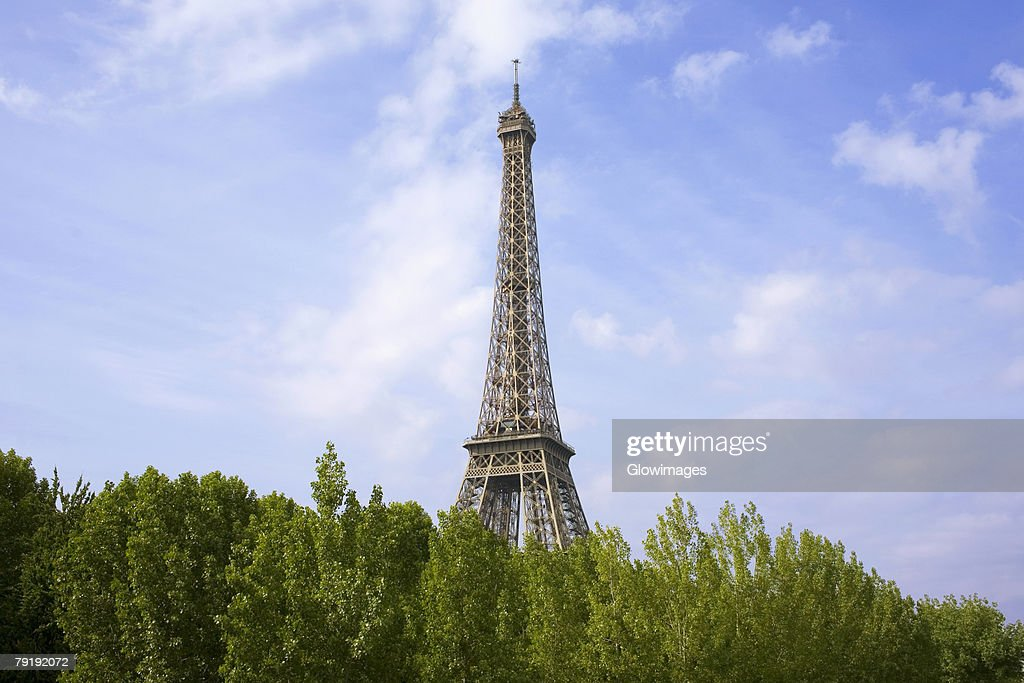 Trees in front of a tower, Eiffel Tower, Paris, France : Foto de stock