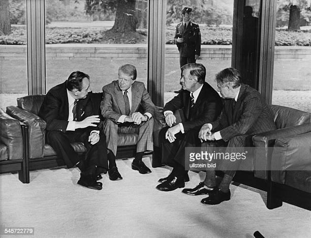 4 Treffen der führenden westlichen Industrienationen in Bonn Aussenminister Hans Dietrich Genscher USPräsident Jimmy Carter Bundeskanzler Helmut...