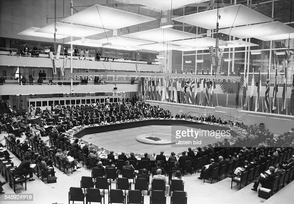 Treffen von 34 Aussenministern im Rahmender 18 Tagung der KSZE in Berlin Blick in den Plenarsaal desReichstagsgebäudes