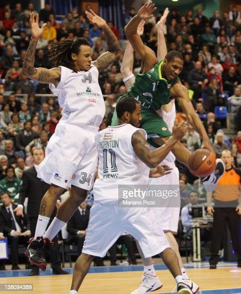 Tremmell Darden #12 of Unicaja competes with David Moss #34 of Montepaschi Siena during the 20112012 Turkish Airlines Euroleague TOP 16 Game Day 3...