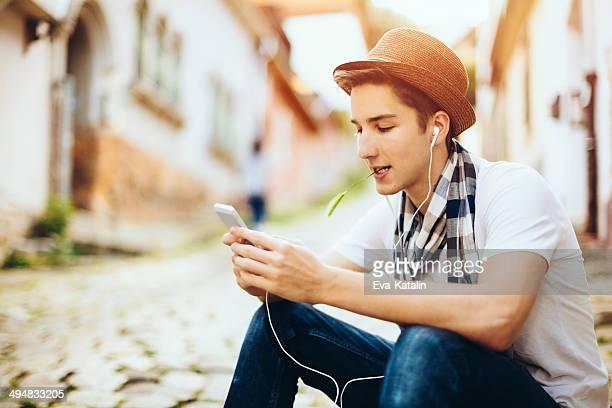 Trendige teenager-Jungen im Freien