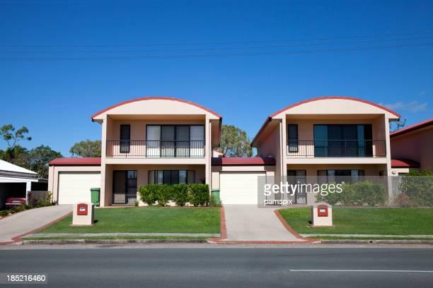 Trend Urbane Residenzen mit blauem Himmel