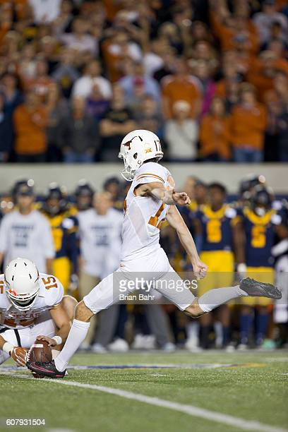 Trent Domingue of the Texas Longhorns kicks a 35yard field goal against the California Golden Bears in the fourth quarter on September 17 2016 at...